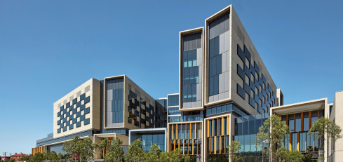 Bendigo Hospital, VIC - Silver Thomas Hanley Architects