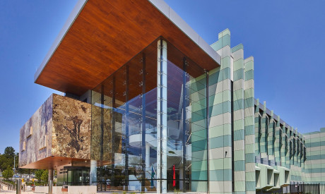 NSW Forensic Medicine and Coroners Court - Silver Thomas Hanley / Cox Architects
